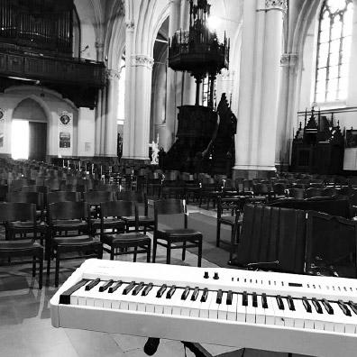 Live muziek aan de piano tijdens een uitvaart