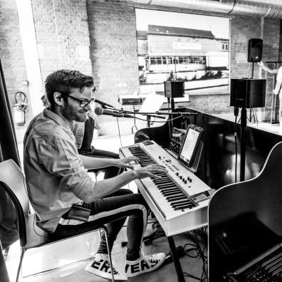 Live pianist tijdens feestje