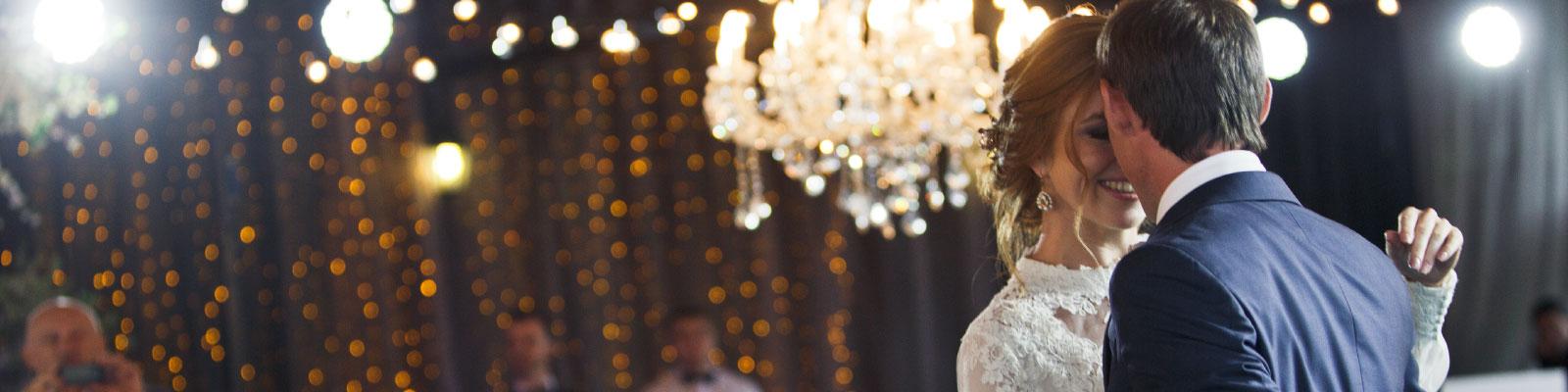 Live muziek door een zanger tijdens je openingsdans huwelijk